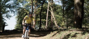 Mountainbiken vanaf mountainbike verhuur Veluwe aan de voet van de Posbank
