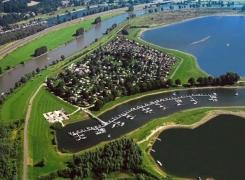 Fietsen en Kano varen op Rhederlaag